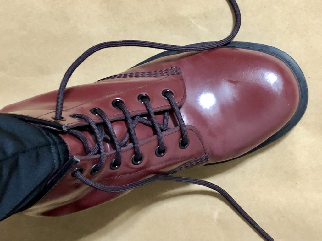 ブーツの靴紐を簡単に緩めることができる結び方 めんどくさい