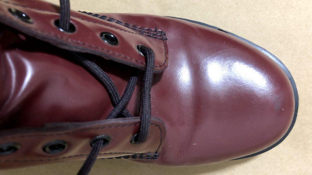 ブーツの靴ひもの結び方