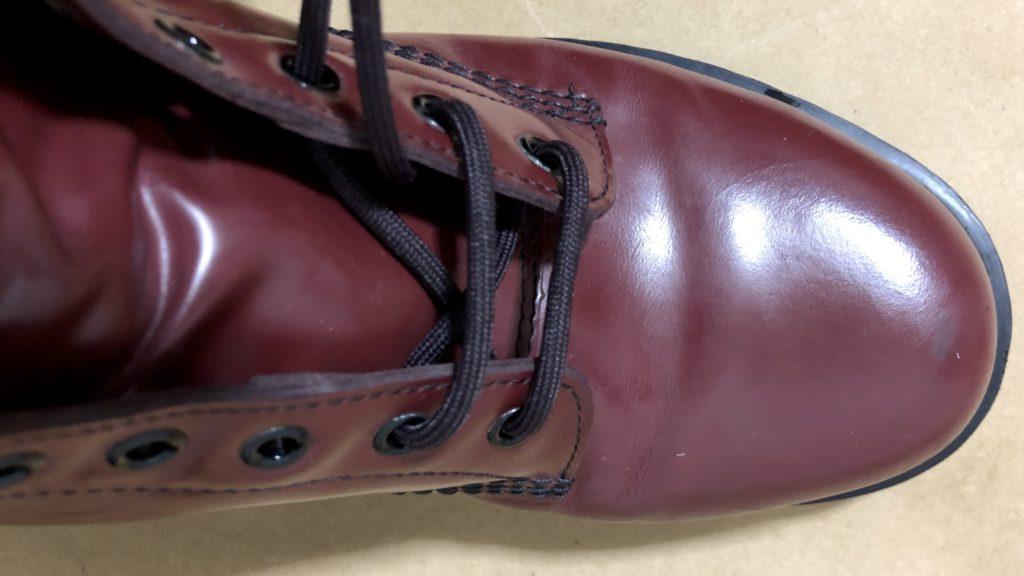 ブーツの靴紐を結ぶ方法