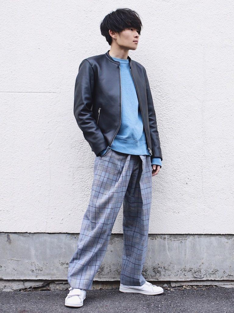 2018年秋冬流行のグレンチェック柄のワイドパンツを使った低身長メンズのAラインシルエットのコーディネート